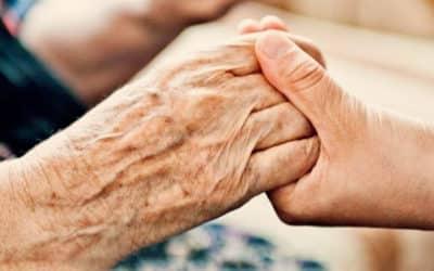 Legge 104 permessi: nessun abuso se si resta a disposizione del famigliare disabile anche a casa propria